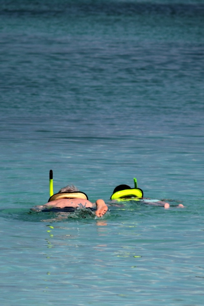 SteelyKid learning to snorkel from Grandpa.