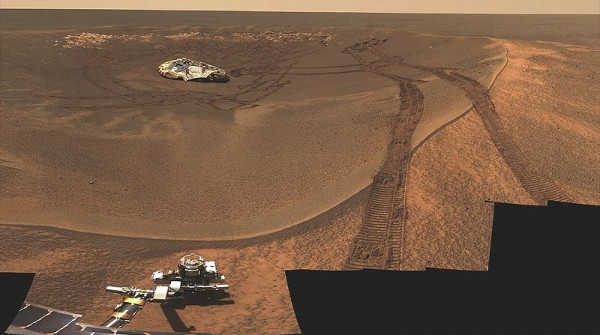 Opportunity beginning its mission at Eagle Crater. Image credit: NASA / JPL-Caltech / MSL team.