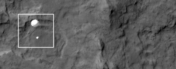 Mars HiRise photographs MSL on the way down