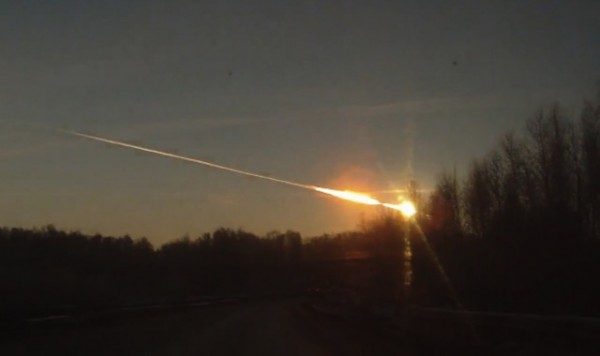 Image via: http://www.zingzoo.com/2013/02/15/falling-meteor-injures-thousands/