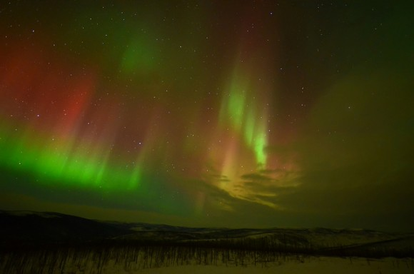 Image credit: aurorae from Alaska, via http://www.akademifantasia.org/top-everything/aurora-around-the-world/.