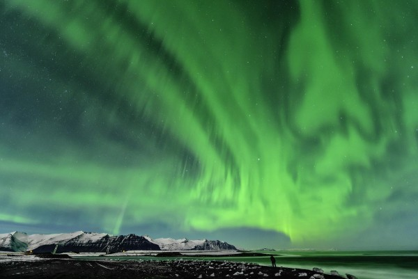 Image credit: Larry Gerbrandt, via http://www.huffingtonpost.co.uk/2013/04/03/aurora-borealis-northern-lights-photographed-iceland-_n_3004719.html.