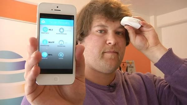"Image credit: ©2015 KGO-TV, of the ""Scanadu"" medical tricorder."