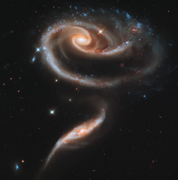 Arp 273, with both galaxies clearly affected by the interaction. Image credit: NASA, ESA and the Hubble Heritage Team (STScI/AURA).