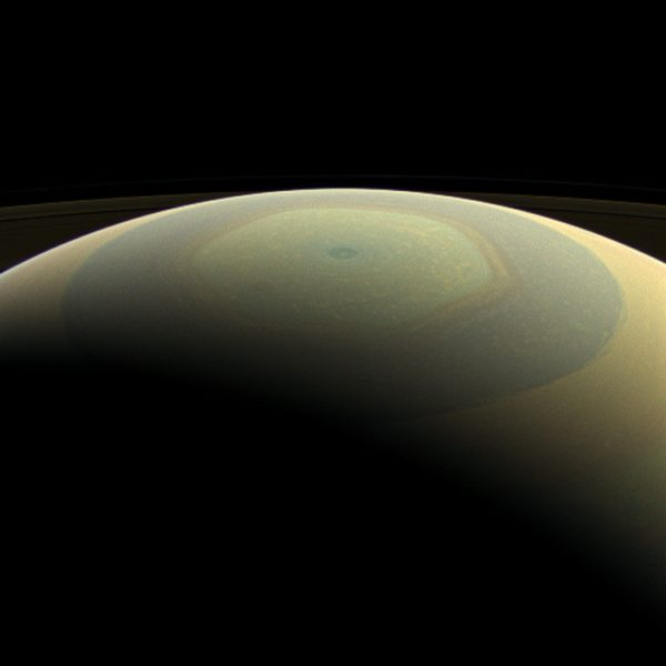 As Saturn approaches solstice in its orbit, the yellows are expected to intensify, but the hexagon should remain unchanged in structure. Image credit: NASA / JPL-Caltech / Space Science Institute.