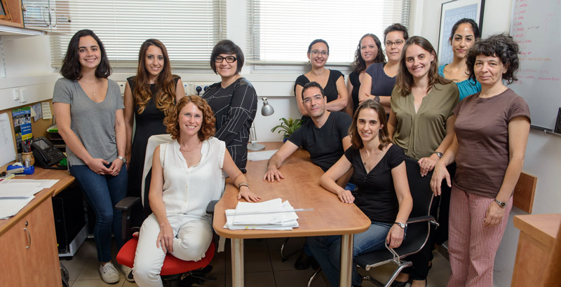 Prof. Yardena Samuels (front left, in white) and her group. Drs. Rand Arafeh and Nouar Qutob (standing right and left of Samuels, respectively) led the study